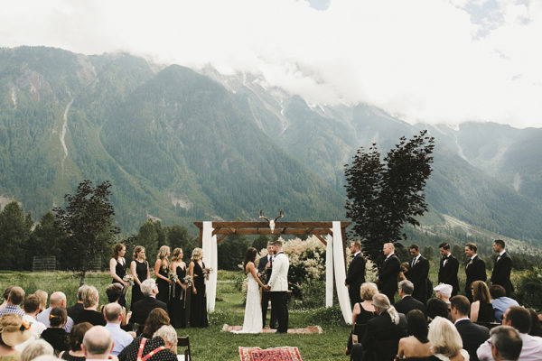 eclectic-boho-wedding-with-charming-rustic-touches-52-600x400