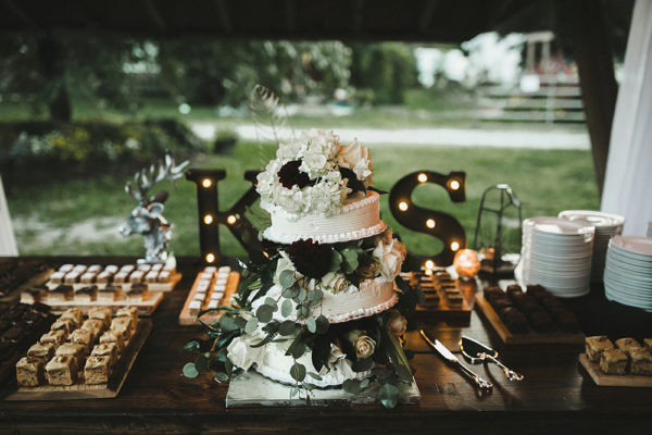 eclectic-boho-wedding-with-charming-rustic-touches-95-600x400